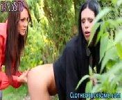Рыженькая лесбиянка трахает страпоном красивую брюнетку