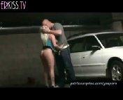 Горячая блондиночка отсасывает хуй в гараже