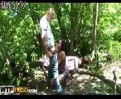 Пикаперы подцепили русскую девушку Елену и уговорили ее покататься с ними на машине. По дороге они разводят телку на секс и везут ее в лес.