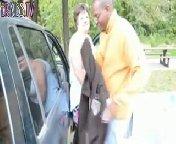 Баба подрочила мужику член, потом встала к нему раком, задрав свою юбку для его вхождения. Негра на долго не хватило!
